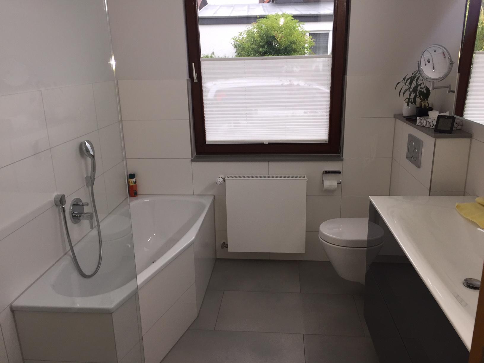 barrierefreie geflieste dusche badewanne in gambach. Black Bedroom Furniture Sets. Home Design Ideas