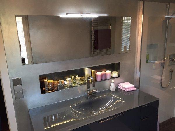 Glaswaschbecken mit Waschtisch und Unterschrank